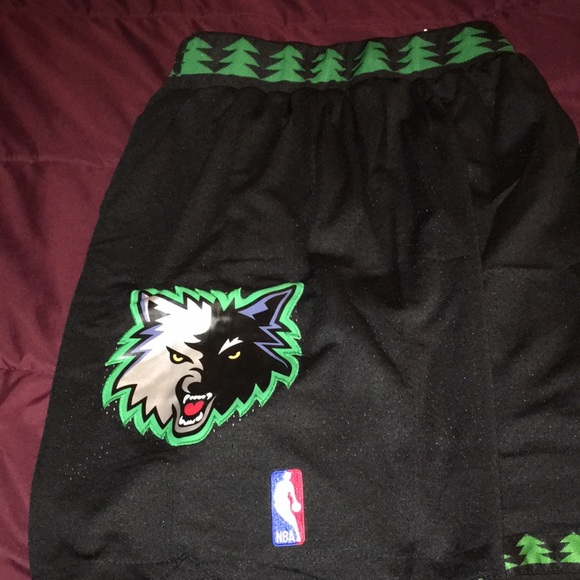 purchase cheap fa09b 3dbfe Minnesota Timberwolves 🐺 throwback shorts NWT